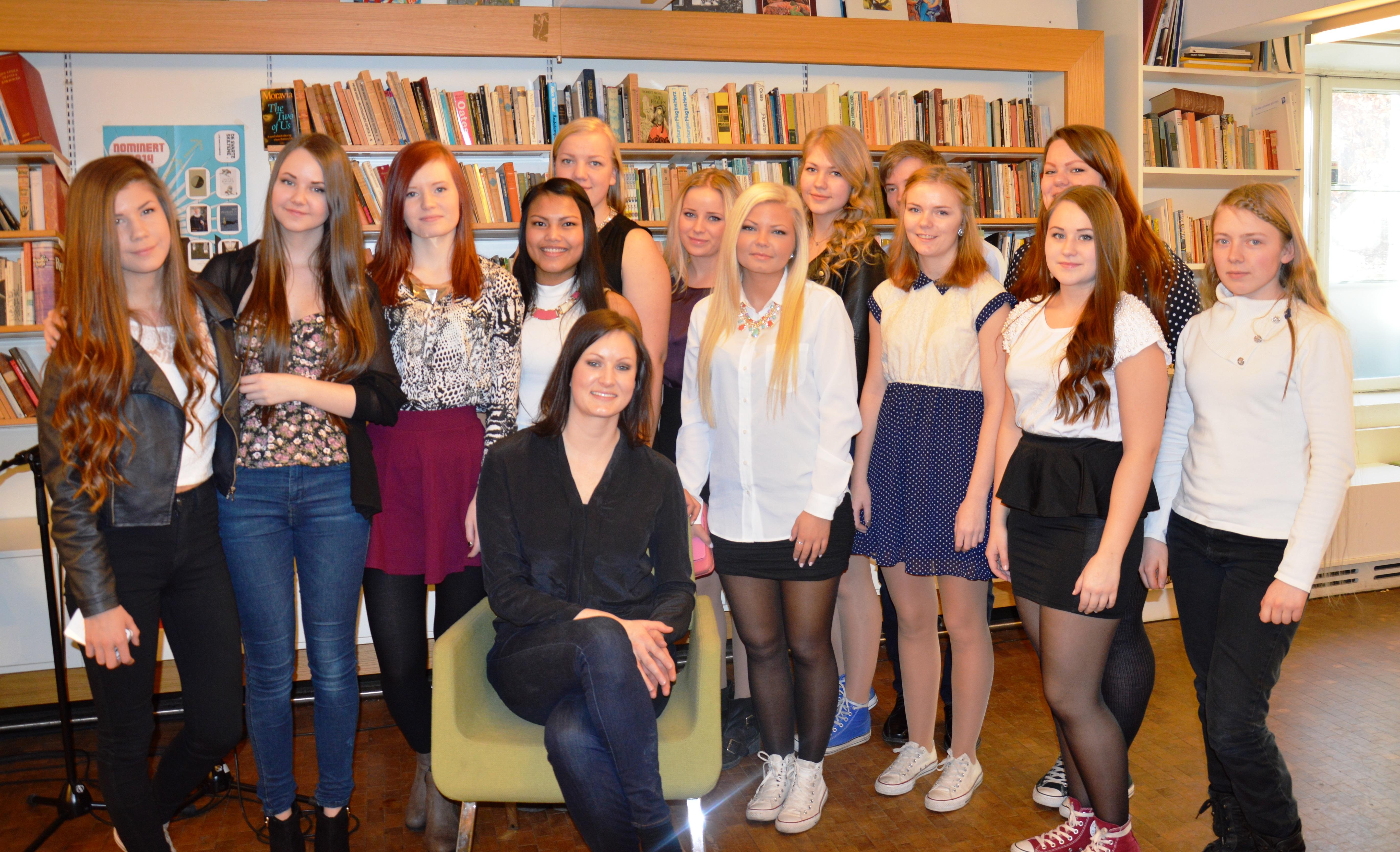 Juryklasse fra Meløy vgs med vinner Agnes Ravatn. Foto Kjersti Svendsen/Meløy vgs