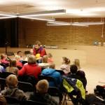 Forbilde: Tidligere fotballspiller Arild Stavrum møtte unge spillere og lesere på Lambertseter bibliotek for å snakke om fotball og lesing. Foto: Heidi Berg Bentele/Lambertseter bibliotek.