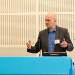 Engasjert: Lærer Sigurd Beck Andersen ved Thor Heyerdahl videregående skole i Larvik fortalte om sine erfaringer med prisen. Foto: Vibeke Røgler/Foreningen !les.