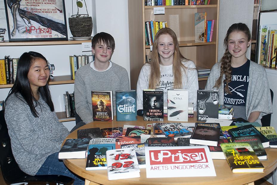Juryen: (f.v.) Maylinn Byrknes, Emil Lereggen Dragnes, Maja Helland og Aurora Kolstad. Foto av: Vibeke Røgler/Foreningen !les.