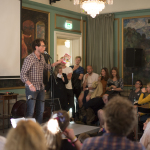Peter Dyrborg fra Danmark begeistret publikum under Nordisk mestermøte i poesislam. Foto: Vibeke Røgler/Foreningen !les.